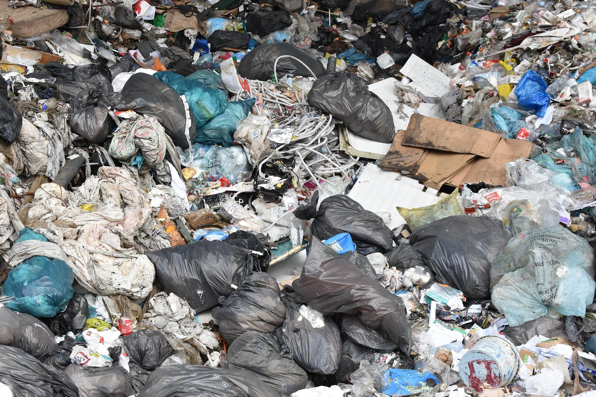 Reciclaje frente a acumulación de residuos