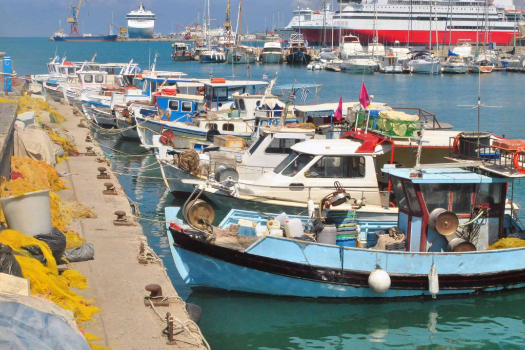 La pesca y el turismo se ven muy afectadas por la contaminación plástica en mares y océanos.