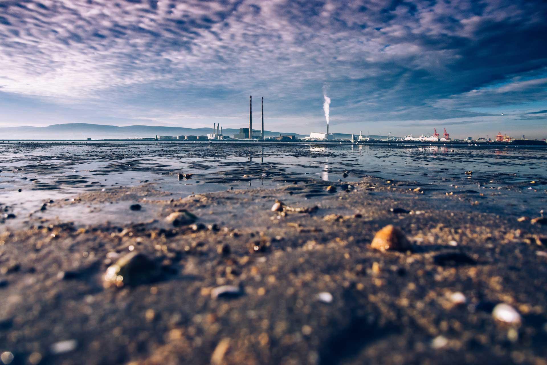 Peligros de los vertidos industriales en las aguas residuales.